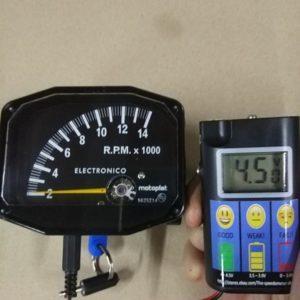 Testeur de charge pour pile intégrée